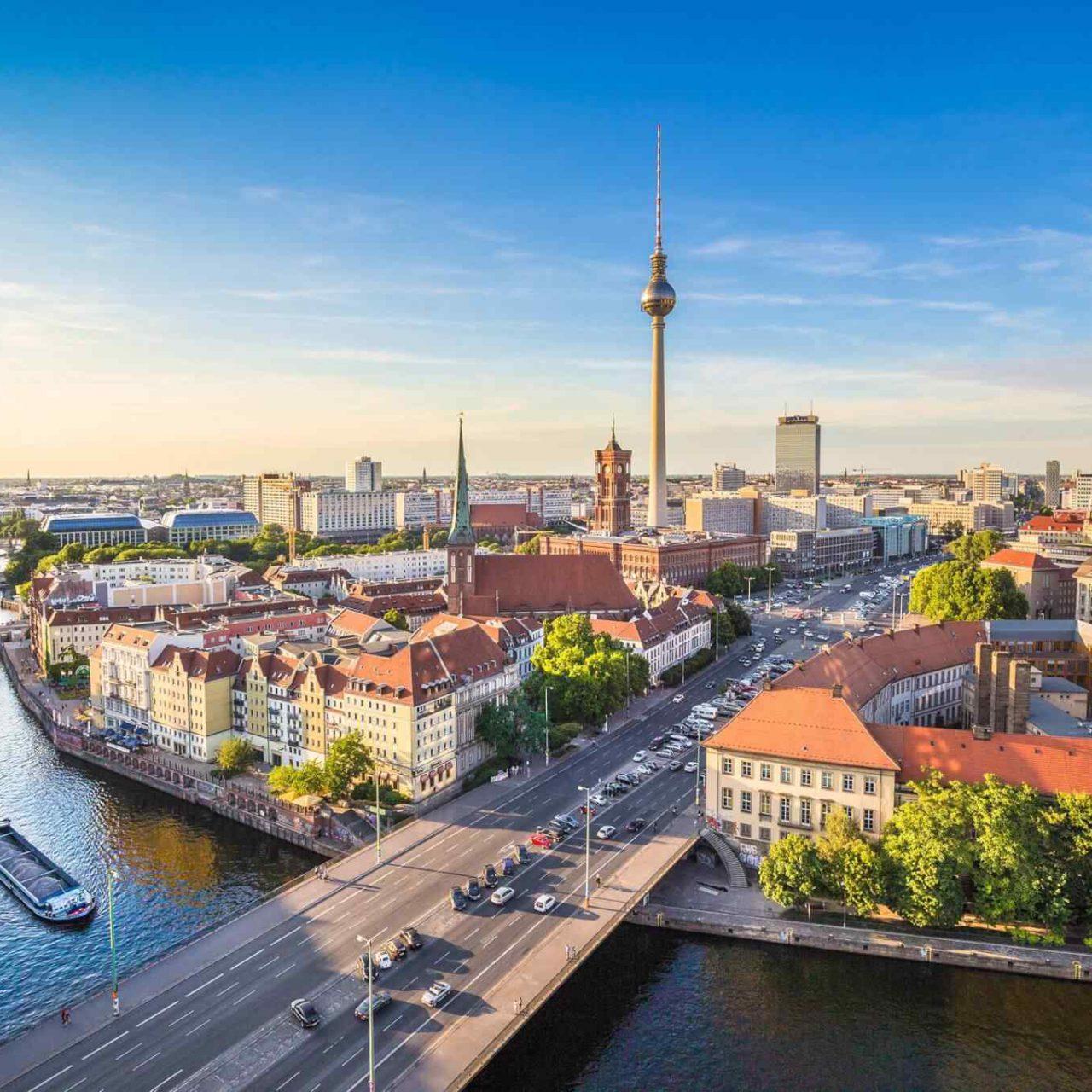 https://www.geziantalya.com/wp-content/uploads/2018/09/destination-berlin-05-1280x1280.jpg