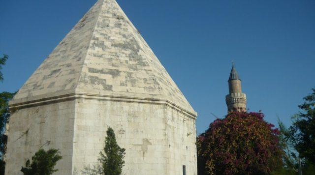 Zincirkıran Mehmet Bey Türbesi