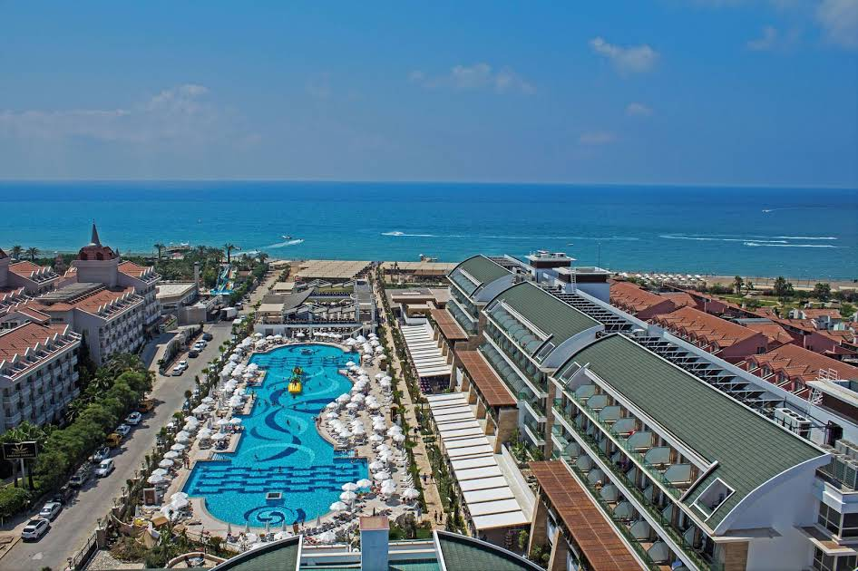 https://www.geziantalya.com/wp-content/uploads/2020/12/bogazkent-crystal-waterworl-resort-1.jpg