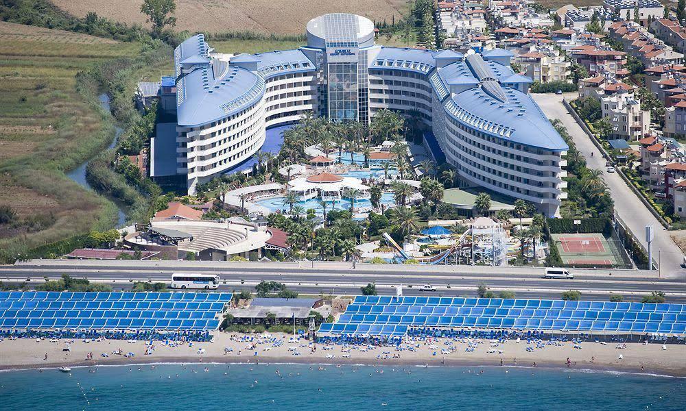 https://www.geziantalya.com/wp-content/uploads/2020/12/crystal-admiral-resort-suites-spa.jpg