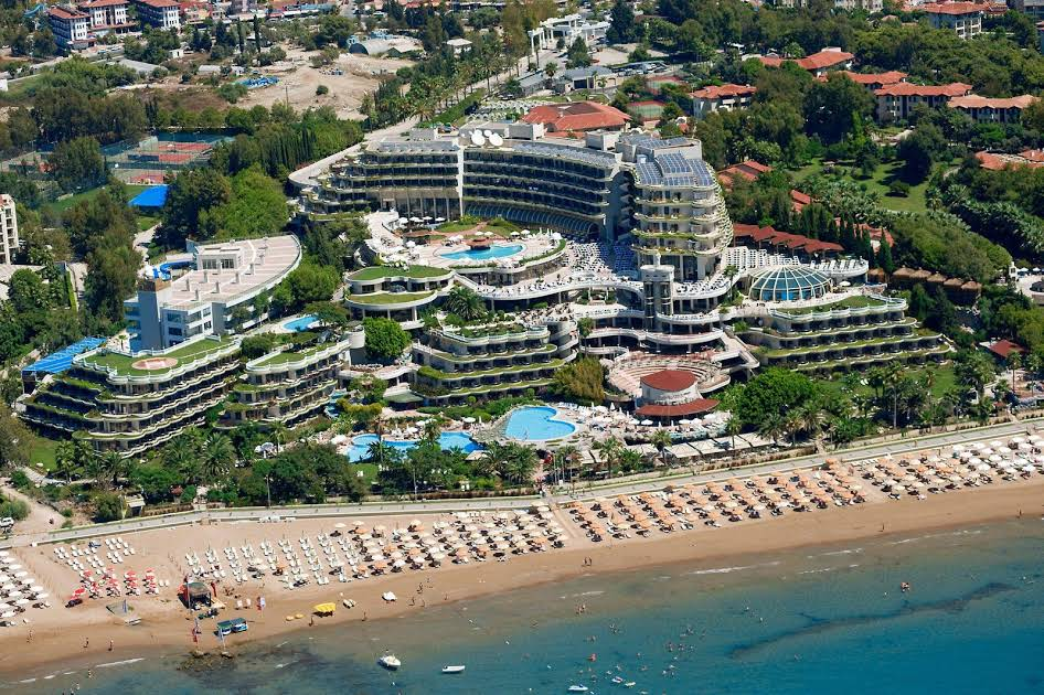 https://www.geziantalya.com/wp-content/uploads/2020/12/crystal-sunrise-queen-luxury-resort-spa.jpg